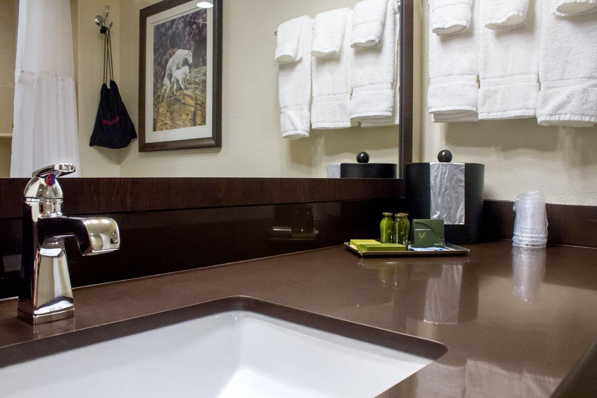 queen-queen-standard-bathroom
