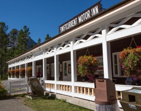 Swiftcurrent Motor Inn and Cabins exterior