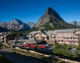 many-glacier-hotel-ext-front-2