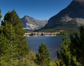 many-glacier-hotel-ext-lake